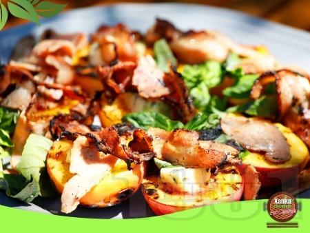 Праскови на барбекю със синьо сирене и бекон - снимка на рецептата
